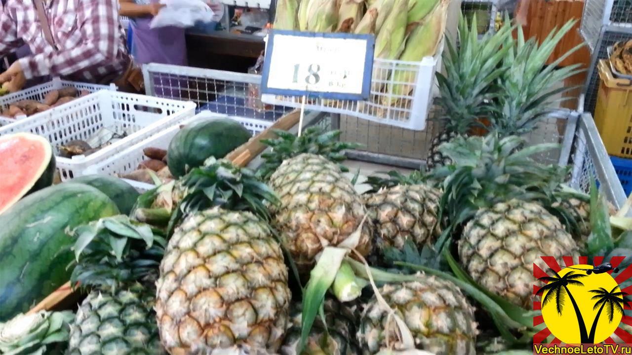 Фруктовый рынок в Тайланде ананасы