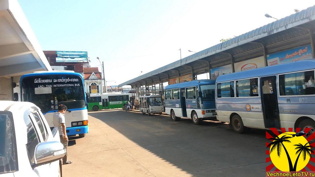 Автобусная станция в Лаосе
