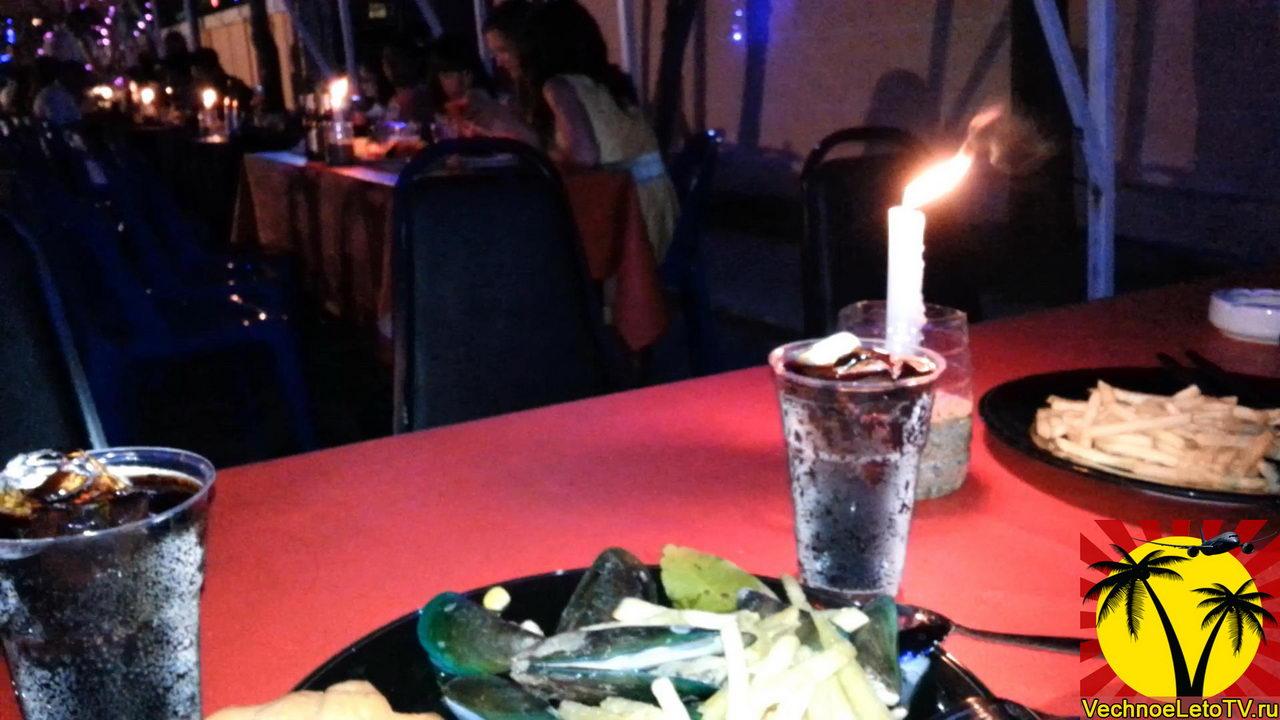 Новогодний-стол-в-Тайланде