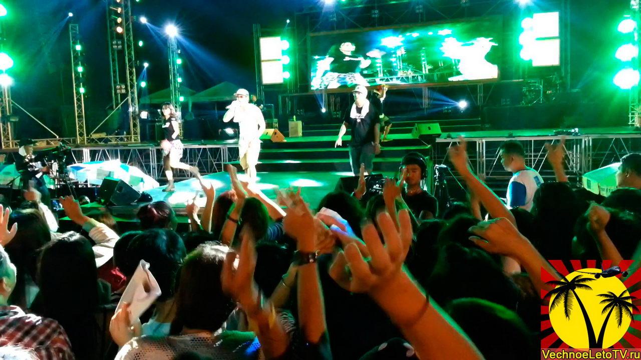 На-концерте-тайской-группы