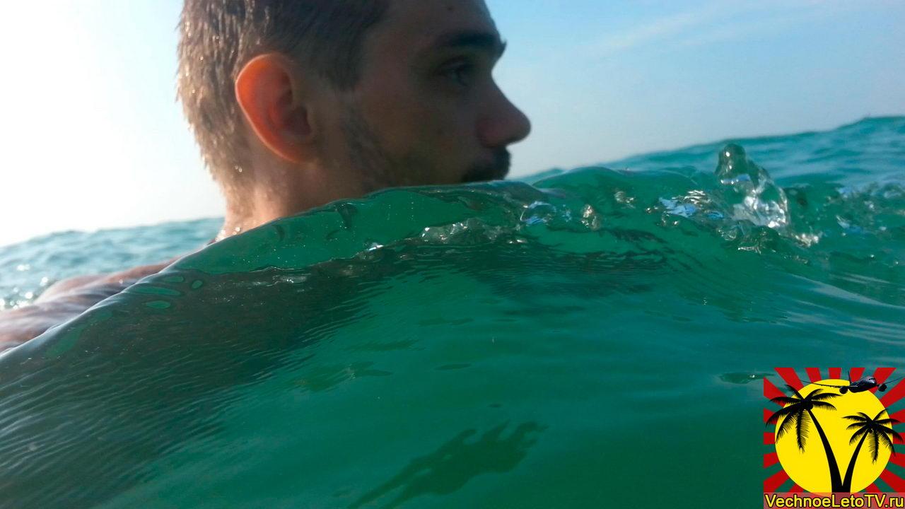 Вода-на-военном-пляже