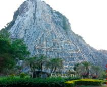 Золотая гора Будды в Паттайе, Тайланд (Кхао Чи Чан)