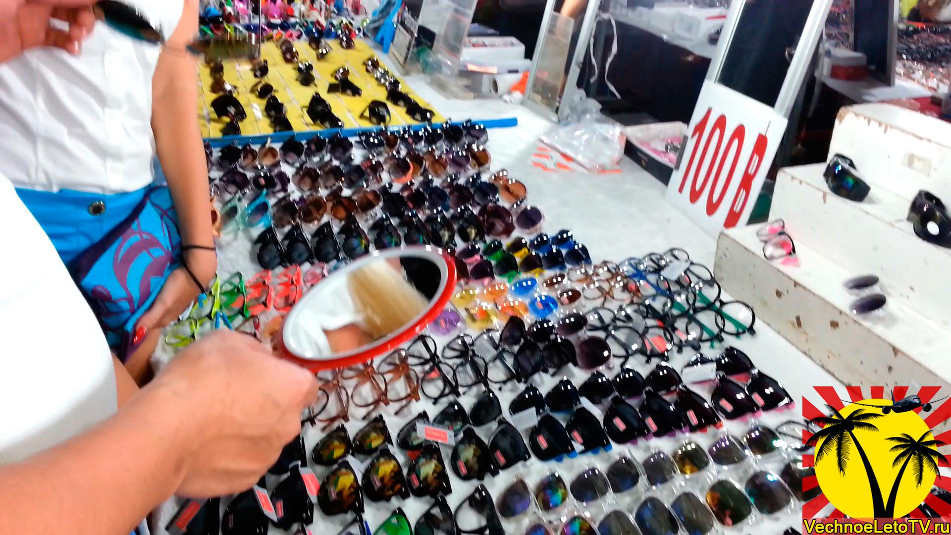 Очки-в-Паттайе-рынок-выходного-дня