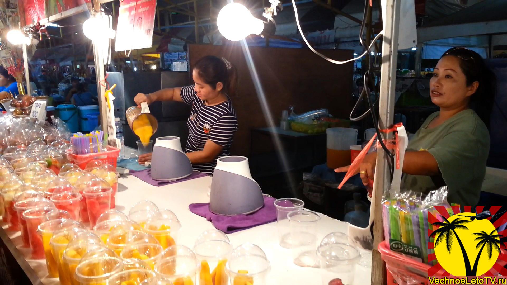 Фруктовые-шейки-в-Таиланде