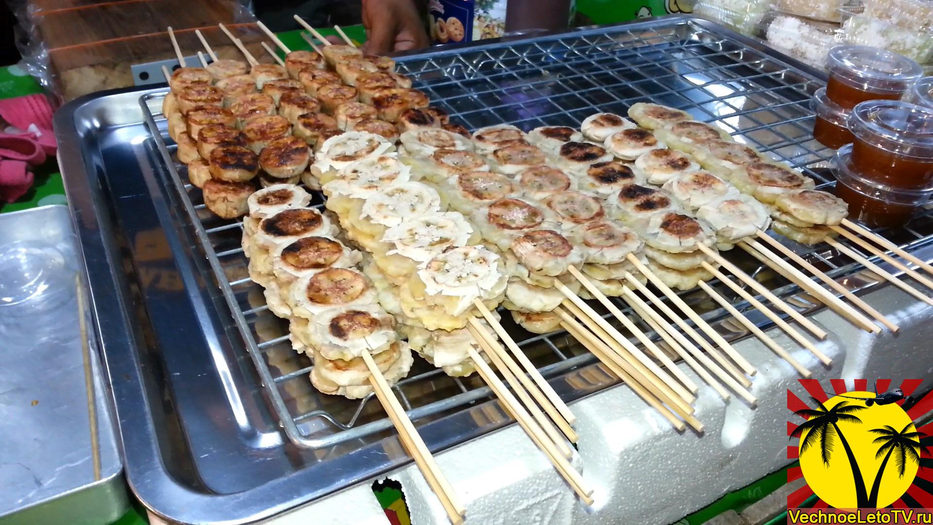 бананы-на-палочке-еда-в-Тайланде
