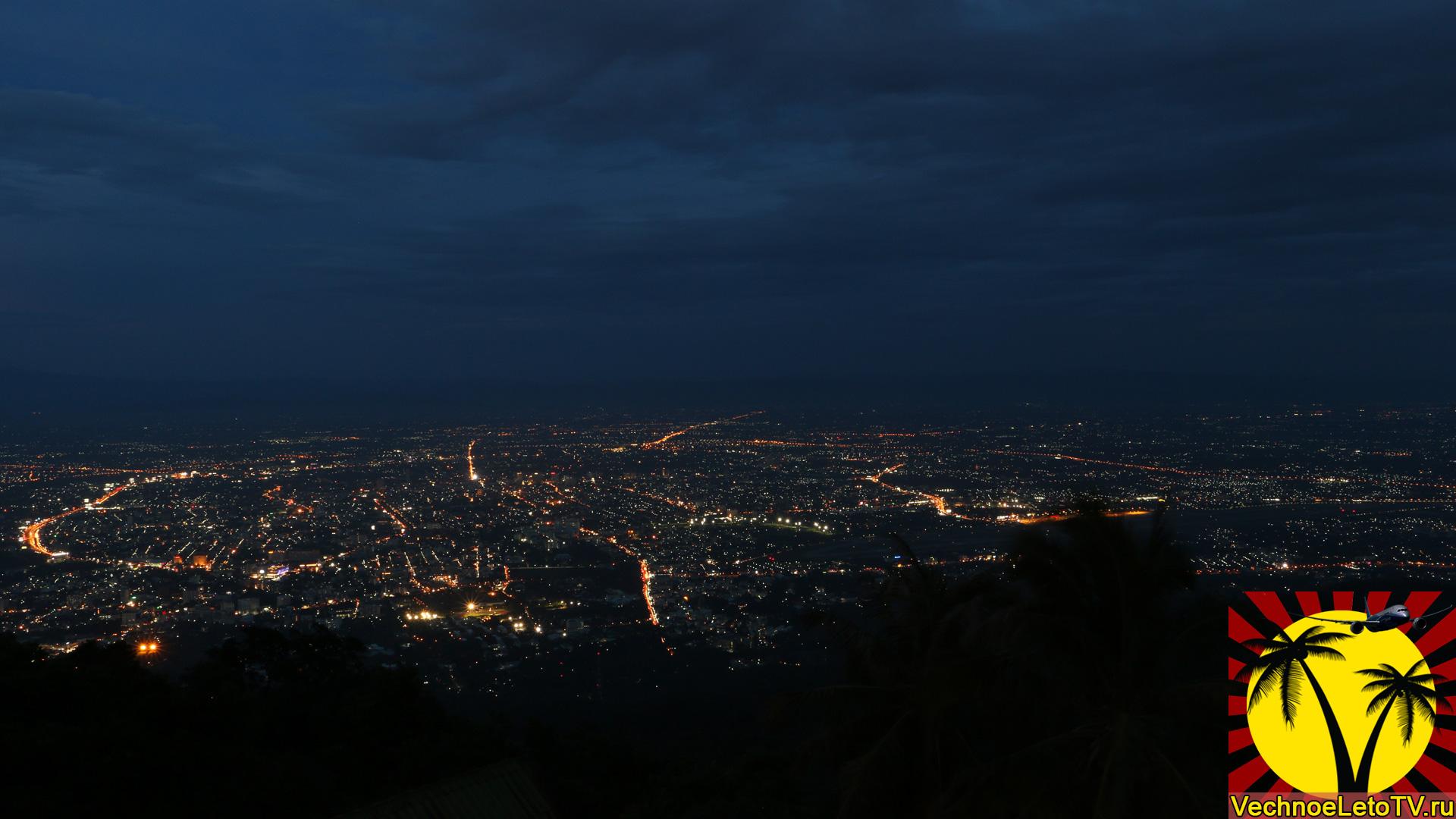 Вид на город Чиангмай ночью