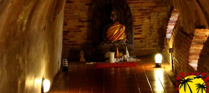 Тоннельный храм Wat Umong (Ват Умонг) в Чиангмае, Тайланд