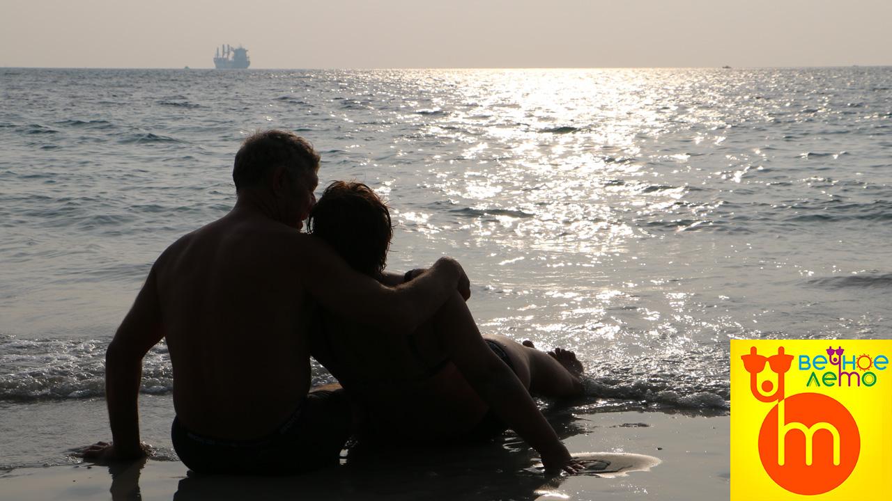 Пляж-танцующей-девушки-в-Паттайе